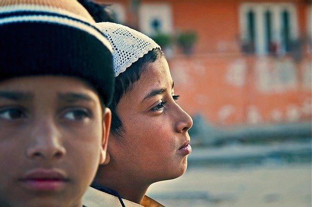 chlapci v Indii